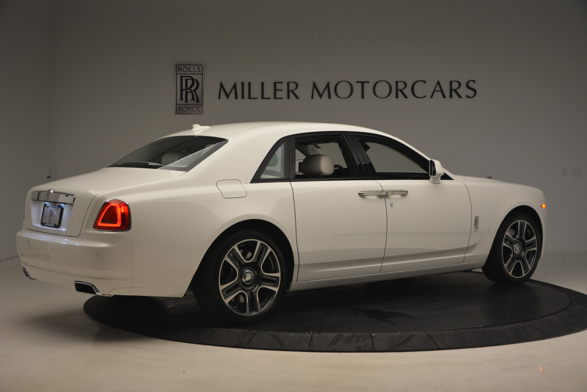 Used 2017 Rolls-Royce Ghost  For Sale In Greenwich, CT 971_p8