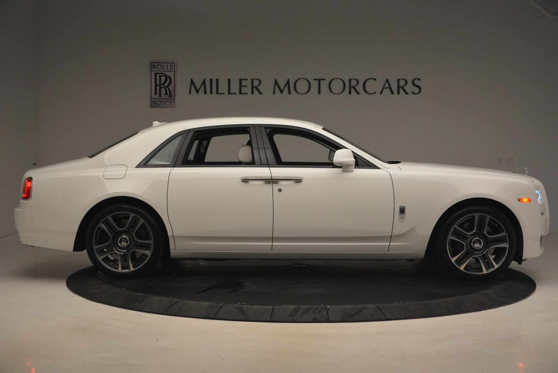 Used 2017 Rolls-Royce Ghost  For Sale In Greenwich, CT 971_p9