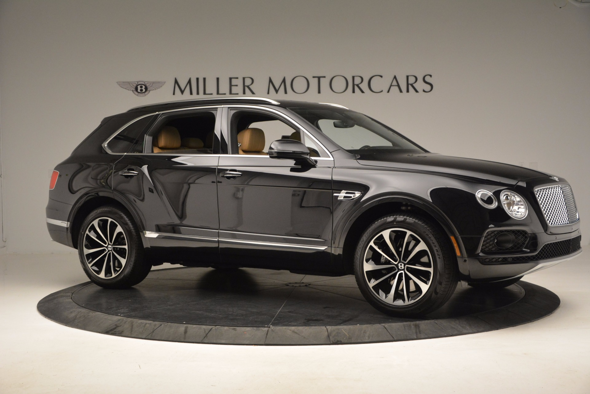 Used 2017 Bentley Bentayga  For Sale In Greenwich, CT 989_p10