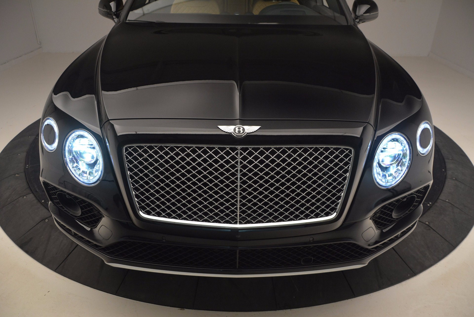 Used 2017 Bentley Bentayga  For Sale In Greenwich, CT 989_p17