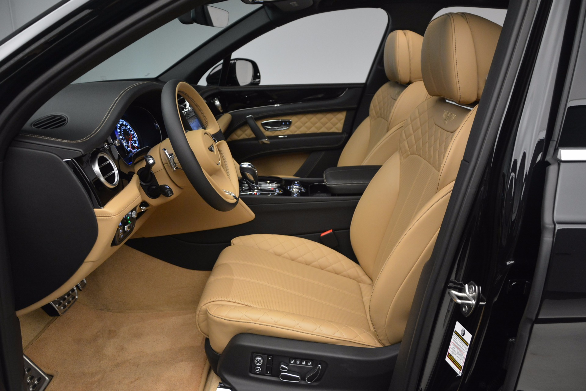Used 2017 Bentley Bentayga  For Sale In Greenwich, CT 989_p23