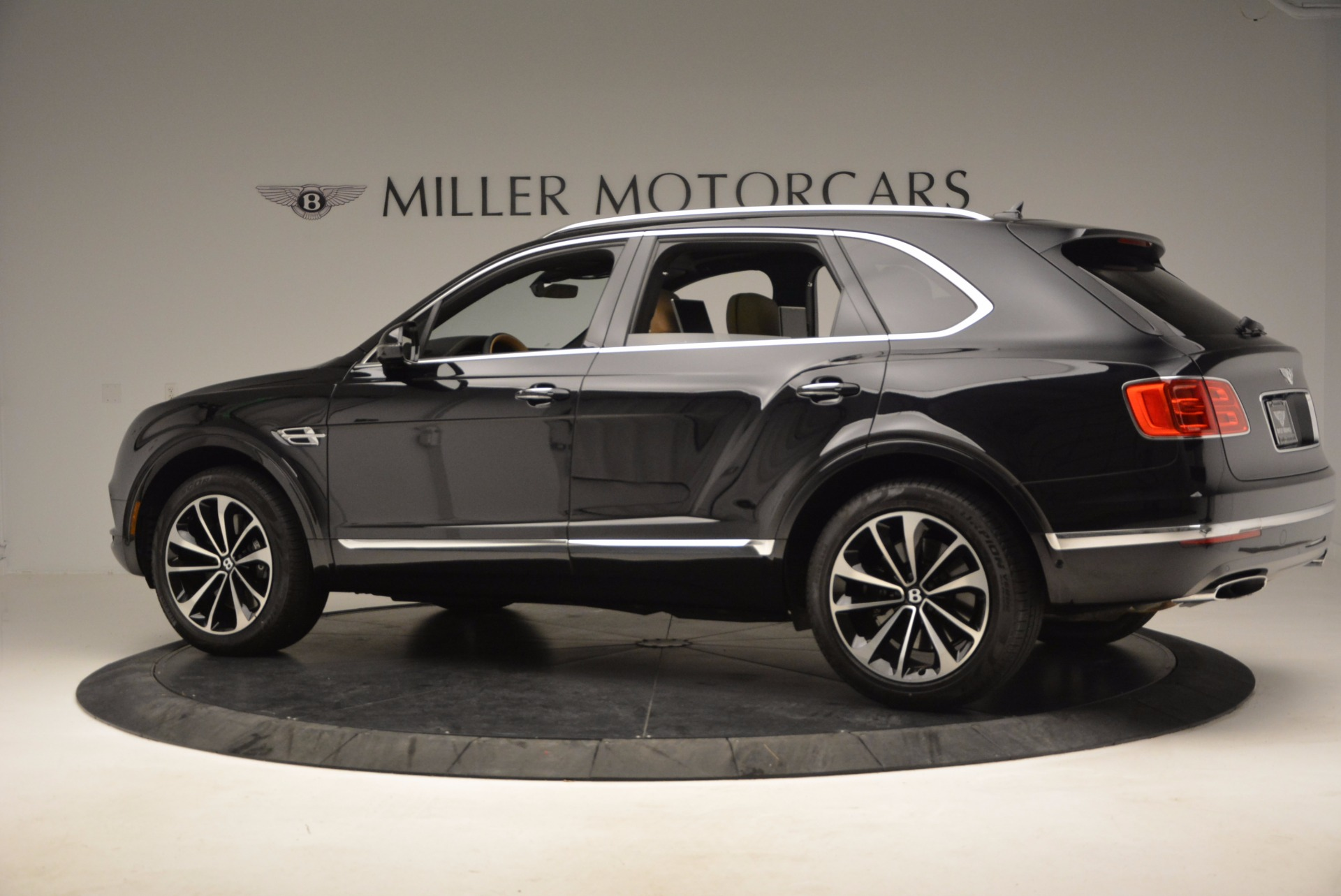 Used 2017 Bentley Bentayga  For Sale In Greenwich, CT 989_p4