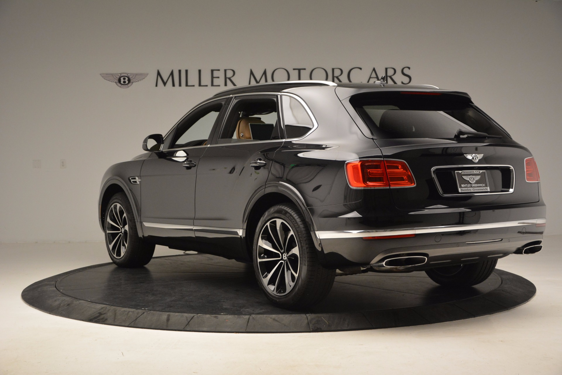 Used 2017 Bentley Bentayga  For Sale In Greenwich, CT 989_p5