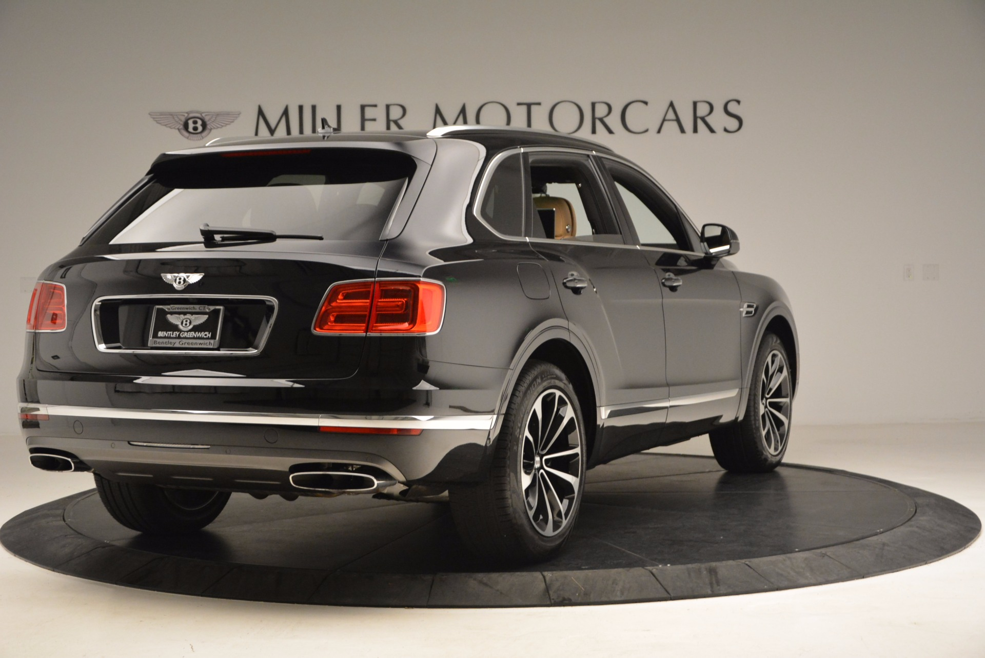 Used 2017 Bentley Bentayga  For Sale In Greenwich, CT 989_p7