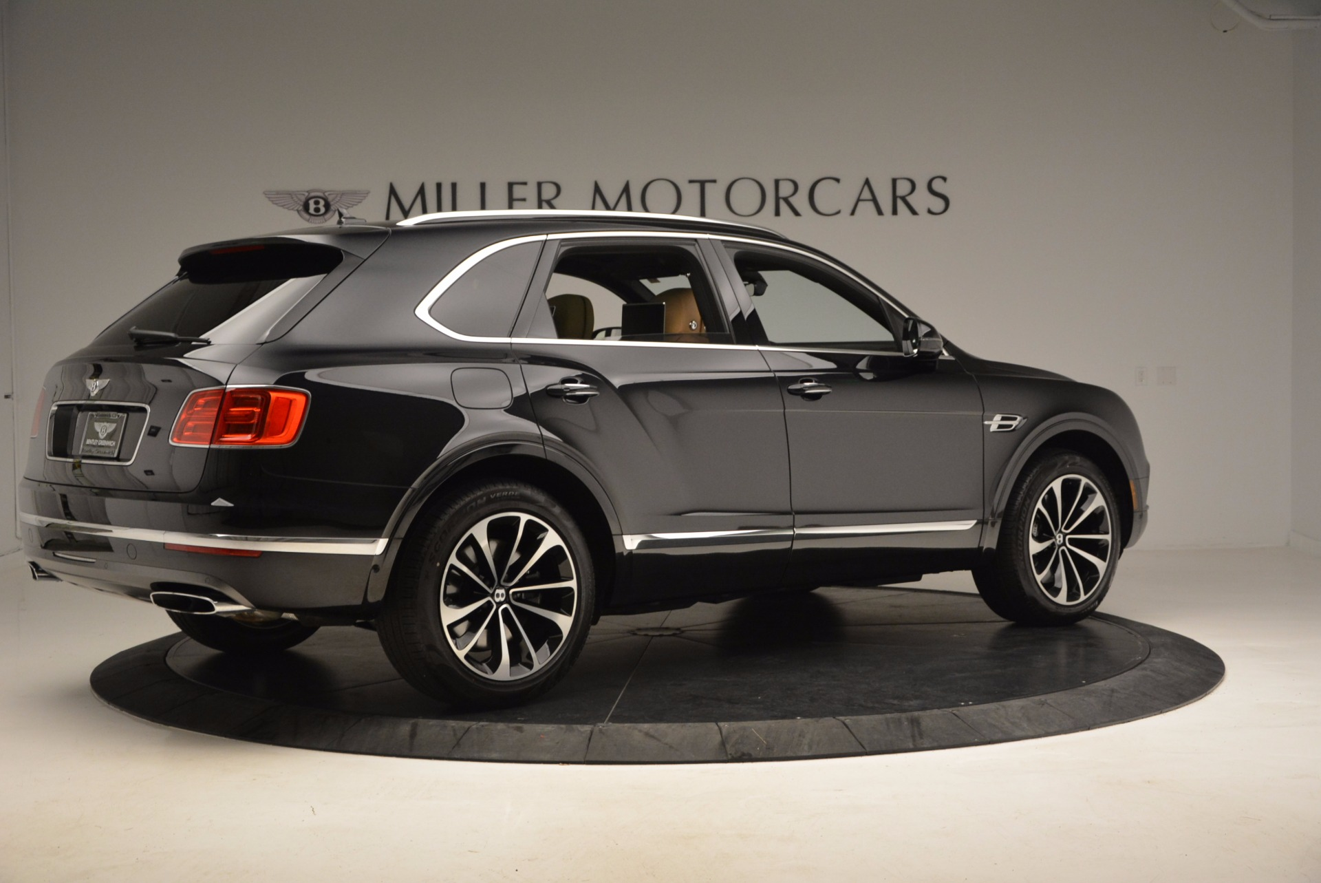 Used 2017 Bentley Bentayga  For Sale In Greenwich, CT 989_p8