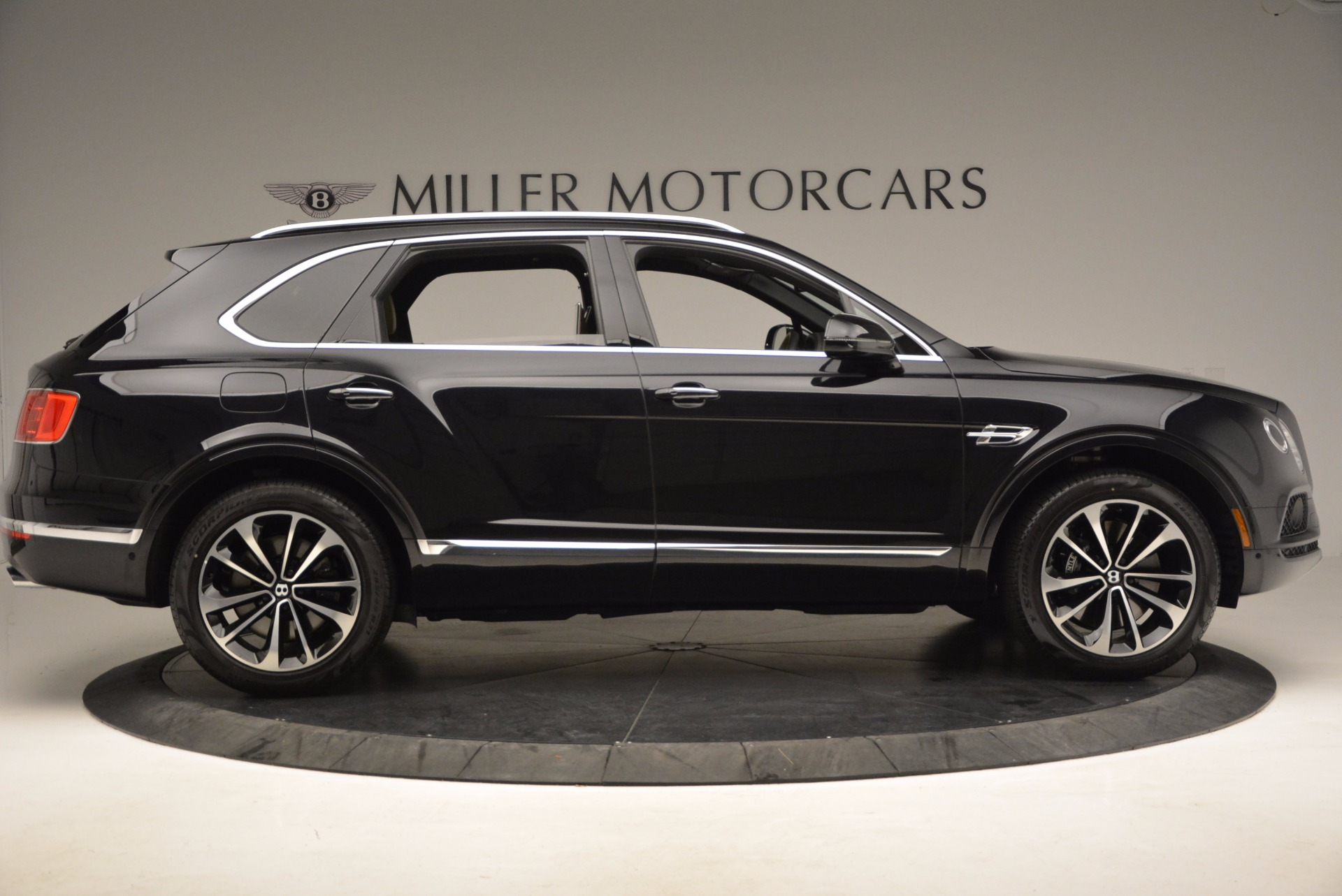 Used 2017 Bentley Bentayga  For Sale In Greenwich, CT 989_p9