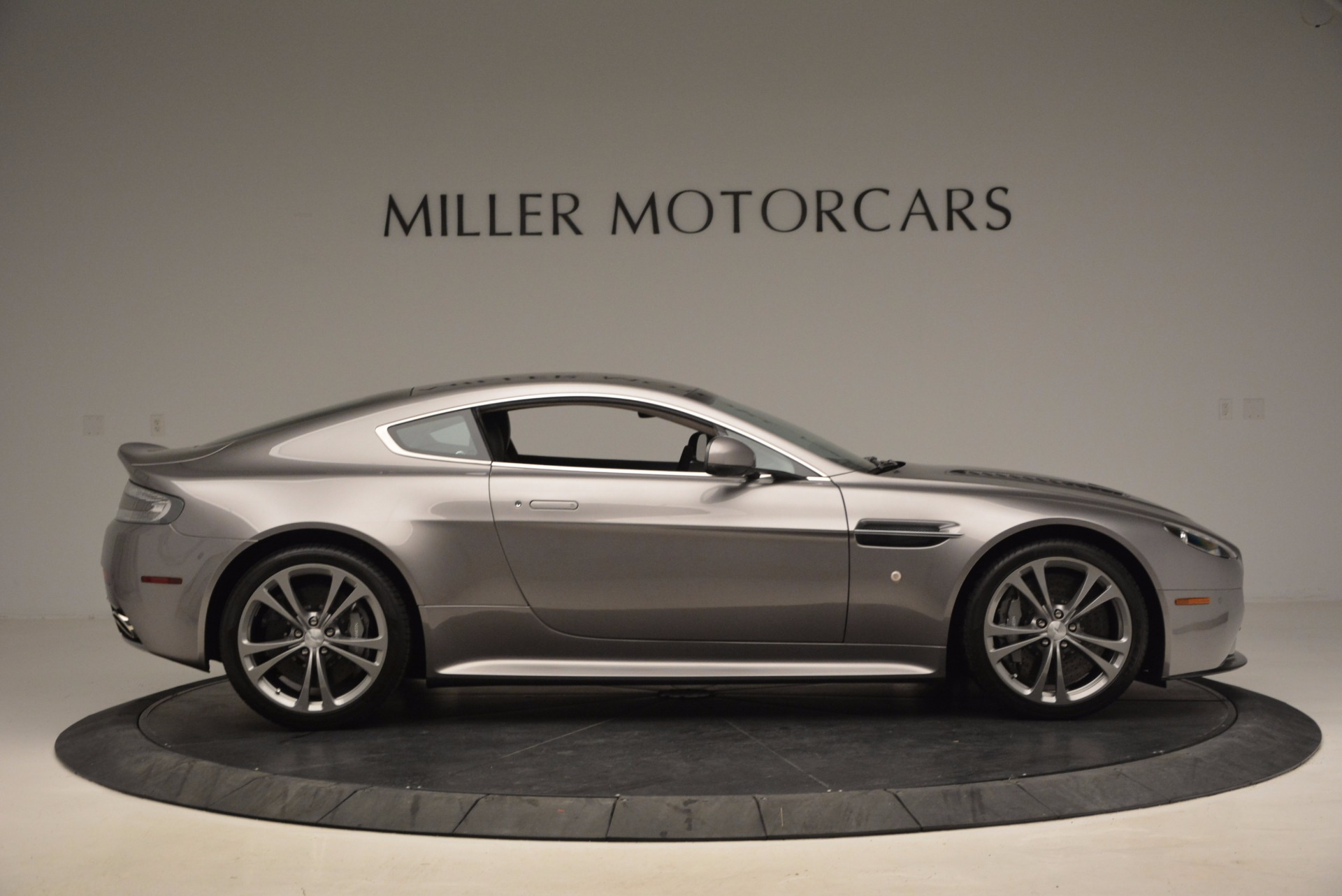 Used 2012 Aston Martin V12 Vantage  For Sale In Greenwich, CT 994_p9