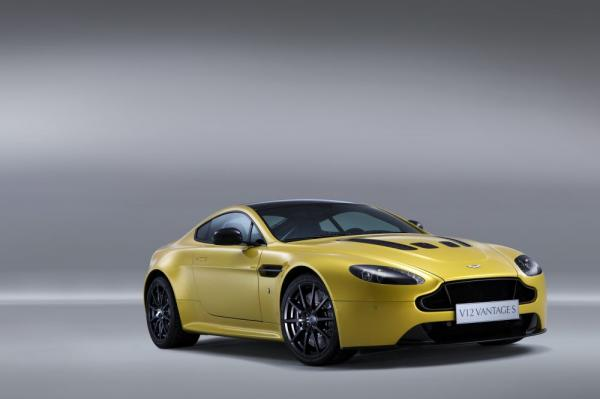New 2017 Aston Martin V12 Vantage S for sale Sold at Maserati of Greenwich in Greenwich CT 06830 3