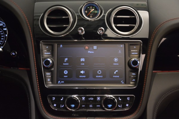 Used 2018 Bentley Bentayga Onyx for sale $159,900 at Maserati of Greenwich in Greenwich CT 06830 28