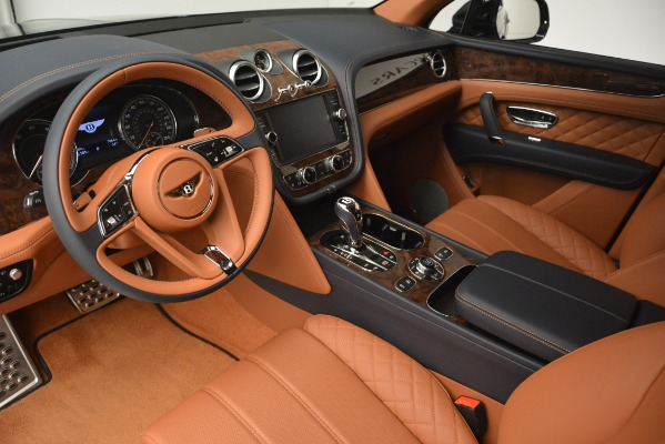 Used 2018 Bentley Bentayga Signature for sale Sold at Maserati of Greenwich in Greenwich CT 06830 17