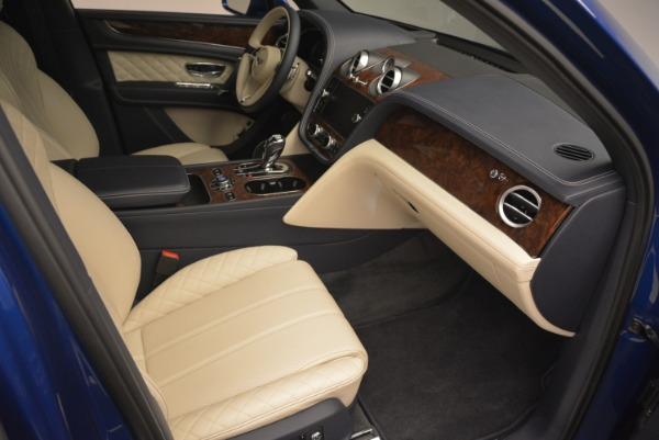 Used 2018 Bentley Bentayga W12 Signature for sale $169,900 at Maserati of Greenwich in Greenwich CT 06830 24