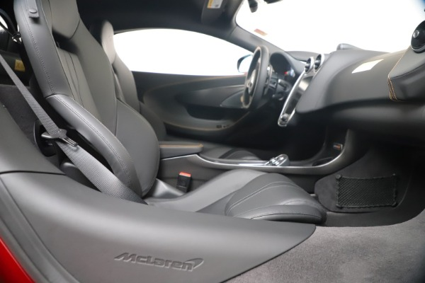 New 2019 McLaren 600LT for sale $285,236 at Maserati of Greenwich in Greenwich CT 06830 27