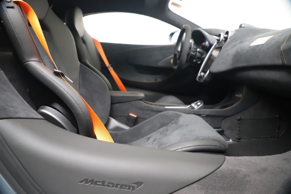 New 2019 McLaren 600LT for sale $311,619 at Maserati of Greenwich in Greenwich CT 06830 23