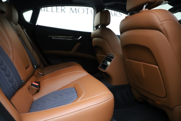 Used 2017 Maserati Quattroporte S Q4 GranLusso for sale Sold at Maserati of Greenwich in Greenwich CT 06830 27