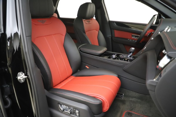 New 2020 Bentley Bentayga V8 for sale $195,265 at Maserati of Greenwich in Greenwich CT 06830 24