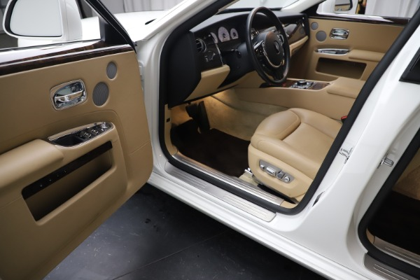 Used 2015 Rolls-Royce Ghost for sale $166,900 at Maserati of Greenwich in Greenwich CT 06830 23