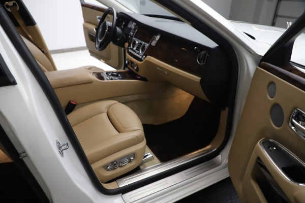 Used 2015 Rolls-Royce Ghost for sale $166,900 at Maserati of Greenwich in Greenwich CT 06830 24