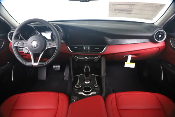 New 2019 Alfa Romeo Giulia Q4 for sale $42,640 at Maserati of Greenwich in Greenwich CT 06830 16