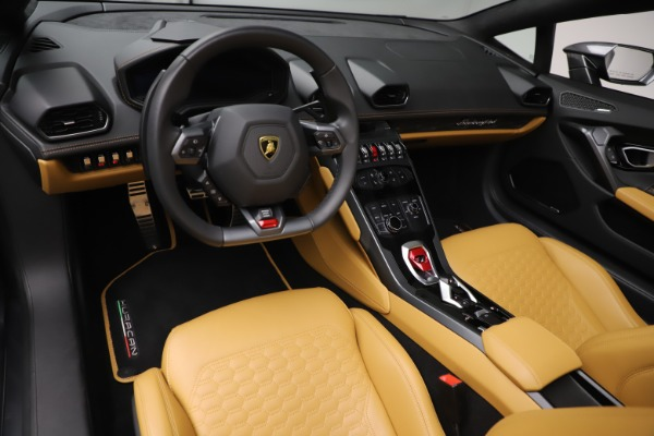 Used 2018 Lamborghini Huracan LP 580-2 Spyder for sale $203,900 at Maserati of Greenwich in Greenwich CT 06830 17