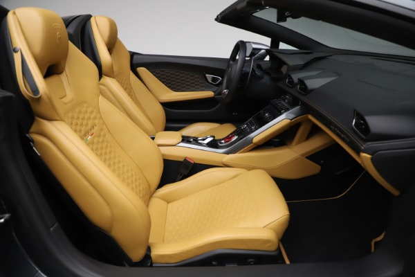 Used 2018 Lamborghini Huracan LP 580-2 Spyder for sale $203,900 at Maserati of Greenwich in Greenwich CT 06830 23