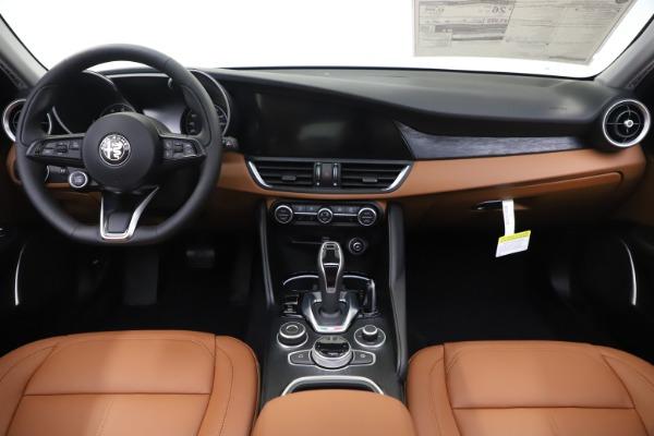 New 2020 Alfa Romeo Giulia Q4 for sale $45,590 at Maserati of Greenwich in Greenwich CT 06830 17