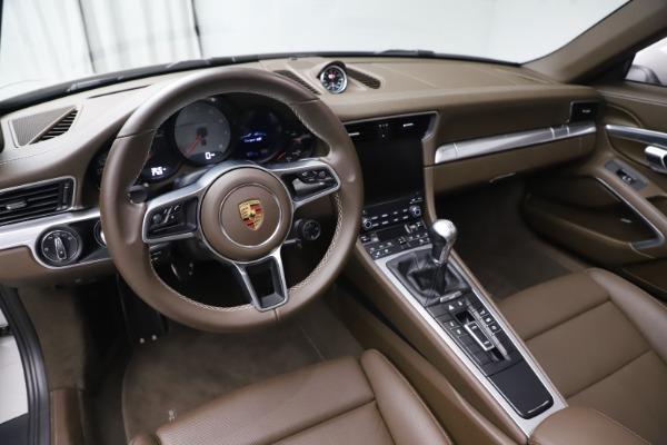 Used 2018 Porsche 911 Targa 4S for sale $134,900 at Maserati of Greenwich in Greenwich CT 06830 17