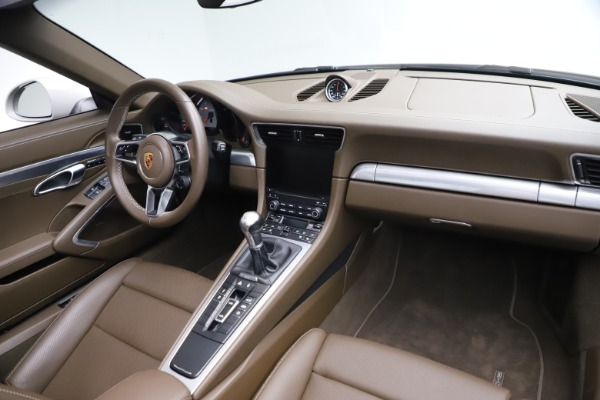 Used 2018 Porsche 911 Targa 4S for sale $134,900 at Maserati of Greenwich in Greenwich CT 06830 22