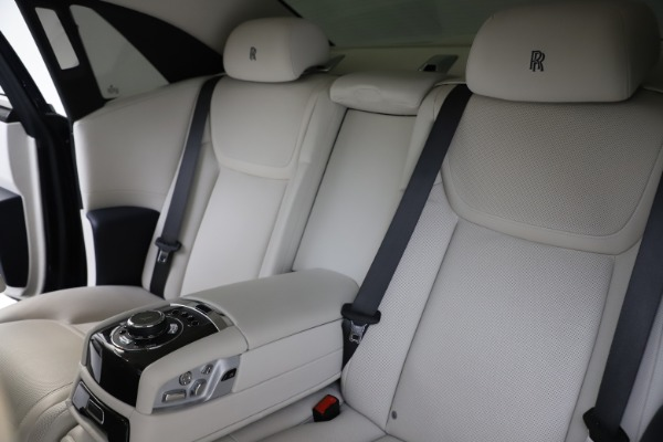 Used 2015 Rolls-Royce Ghost for sale $157,900 at Maserati of Greenwich in Greenwich CT 06830 17