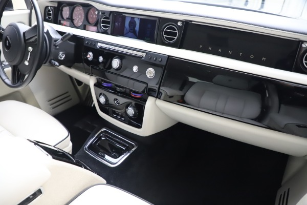 Used 2013 Rolls-Royce Phantom for sale Sold at Maserati of Greenwich in Greenwich CT 06830 23