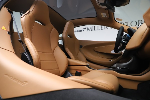 New 2020 McLaren GT Luxe for sale $236,675 at Maserati of Greenwich in Greenwich CT 06830 21