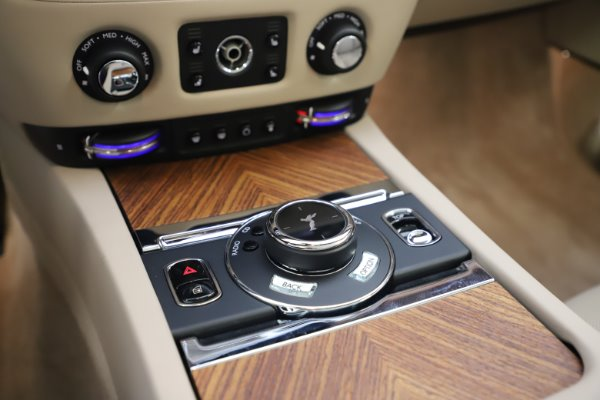 Used 2016 Rolls-Royce Dawn for sale $239,900 at Maserati of Greenwich in Greenwich CT 06830 27