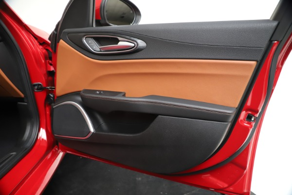 New 2020 Alfa Romeo Giulia Q4 for sale $46,395 at Maserati of Greenwich in Greenwich CT 06830 25