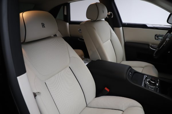 Used 2015 Rolls-Royce Ghost Base for sale Call for price at Maserati of Greenwich in Greenwich CT 06830 13