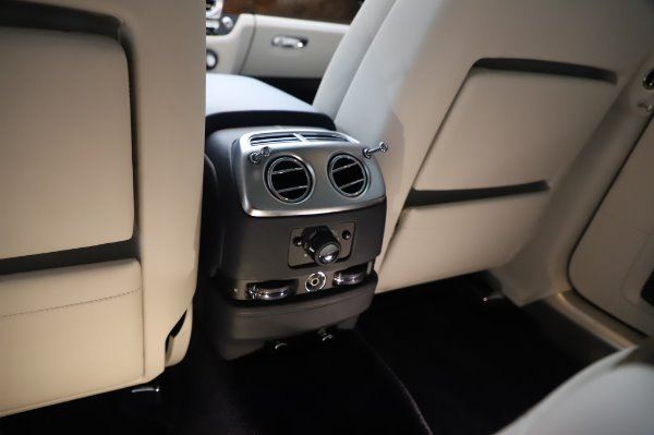 Used 2016 Rolls-Royce Ghost for sale $173,900 at Maserati of Greenwich in Greenwich CT 06830 25