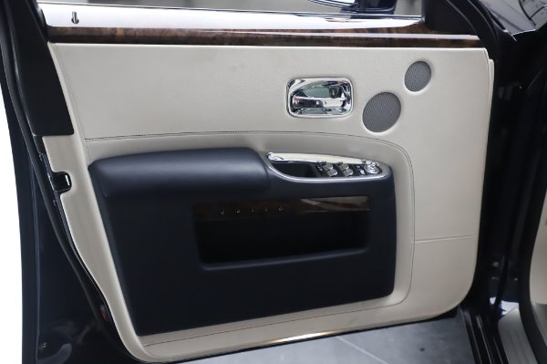 Used 2016 Rolls-Royce Ghost for sale $173,900 at Maserati of Greenwich in Greenwich CT 06830 27