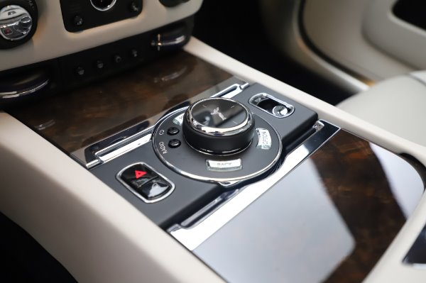 Used 2017 Rolls-Royce Dawn Base for sale $248,900 at Maserati of Greenwich in Greenwich CT 06830 28