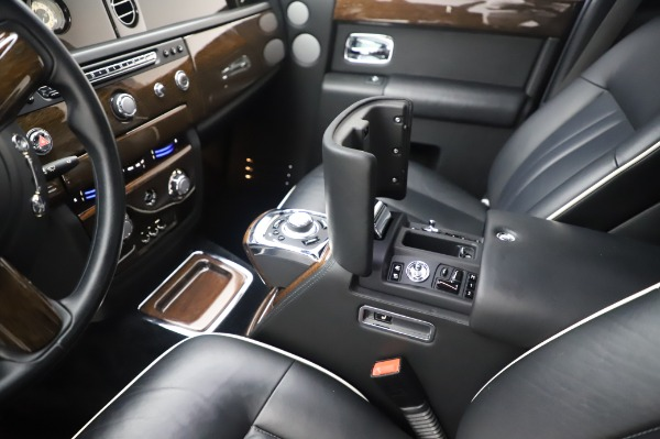 Used 2014 Rolls-Royce Phantom for sale $186,900 at Maserati of Greenwich in Greenwich CT 06830 22