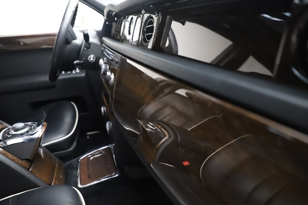 Used 2014 Rolls-Royce Phantom for sale $186,900 at Maserati of Greenwich in Greenwich CT 06830 25