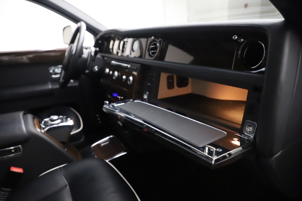 Used 2014 Rolls-Royce Phantom for sale $186,900 at Maserati of Greenwich in Greenwich CT 06830 26