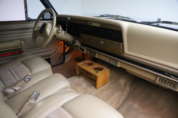 Used 1991 Jeep Grand Wagoneer for sale $89,900 at Maserati of Greenwich in Greenwich CT 06830 18