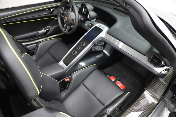 Used 2015 Porsche 918 Spyder for sale $1,389,900 at Maserati of Greenwich in Greenwich CT 06830 28