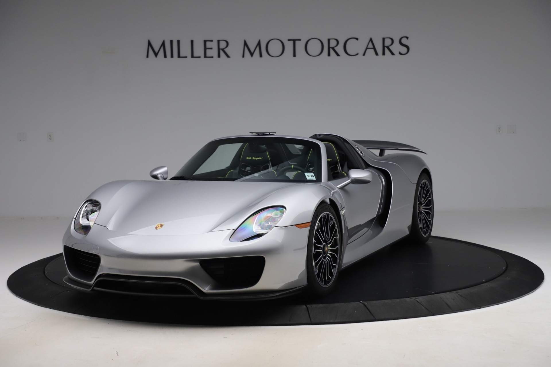 Used 2015 Porsche 918 Spyder for sale $1,389,900 at Maserati of Greenwich in Greenwich CT 06830 1