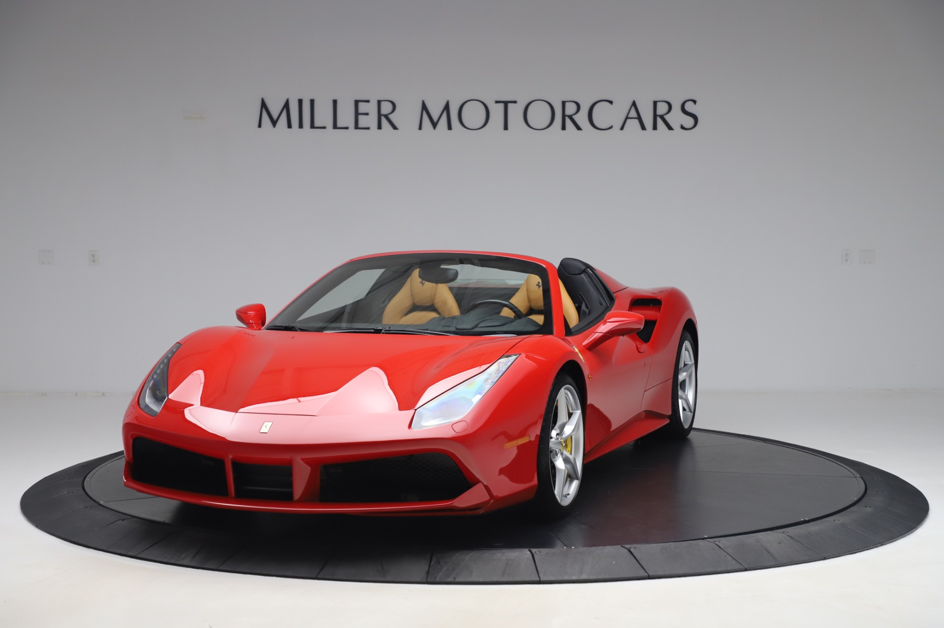 Used 2018 Ferrari 488 Spider Base for sale $289,900 at Maserati of Greenwich in Greenwich CT 06830 1