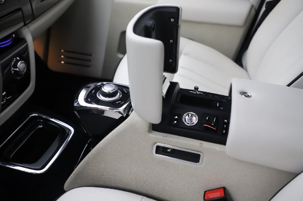 Used 2014 Rolls-Royce Phantom for sale Sold at Maserati of Greenwich in Greenwich CT 06830 24