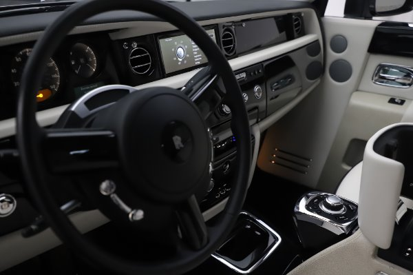 Used 2014 Rolls-Royce Phantom for sale Sold at Maserati of Greenwich in Greenwich CT 06830 25