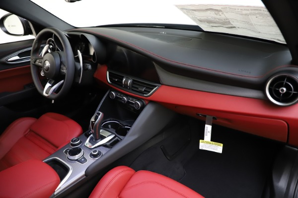New 2020 Alfa Romeo Giulia Ti Sport Q4 for sale $48,595 at Maserati of Greenwich in Greenwich CT 06830 24