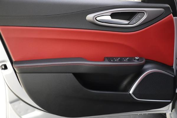 New 2020 Alfa Romeo Giulia Sport Q4 for sale Sold at Maserati of Greenwich in Greenwich CT 06830 17
