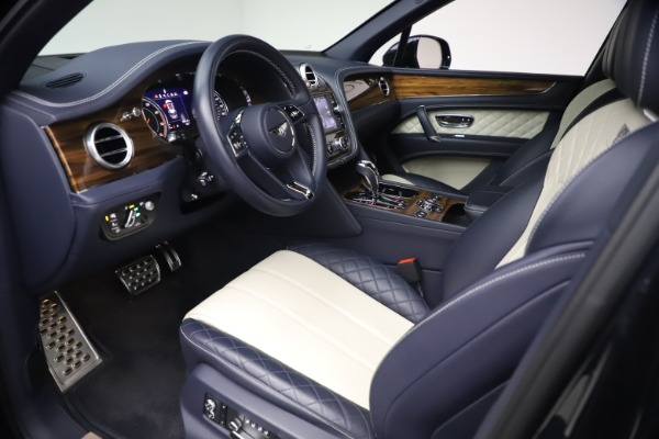 Used 2018 Bentley Bentayga W12 Signature Edition for sale $149,900 at Maserati of Greenwich in Greenwich CT 06830 17