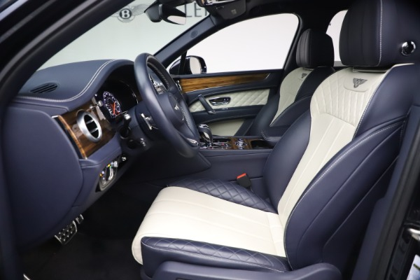 Used 2018 Bentley Bentayga W12 Signature Edition for sale $149,900 at Maserati of Greenwich in Greenwich CT 06830 18
