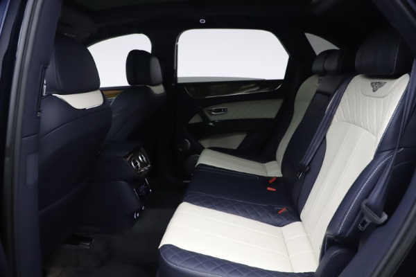 Used 2018 Bentley Bentayga W12 Signature Edition for sale $149,900 at Maserati of Greenwich in Greenwich CT 06830 21